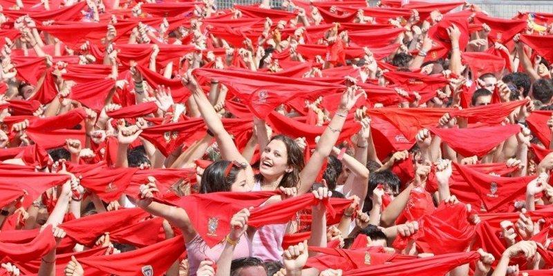 des-milliers-de-bras-tendus-attendent-midi-pour-pouvoir_1275129_800x400